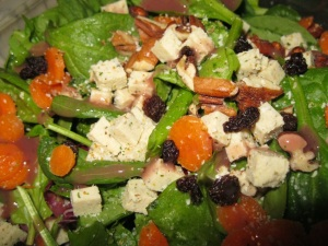Spinach salad with pecans, currants, seasoned tofu and raspberry vinagrette.